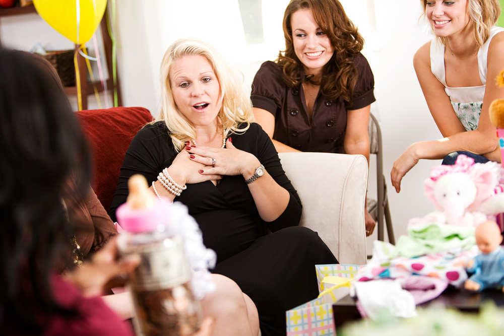 Cómo hacer tú mismo una canastilla de bebé para regalar