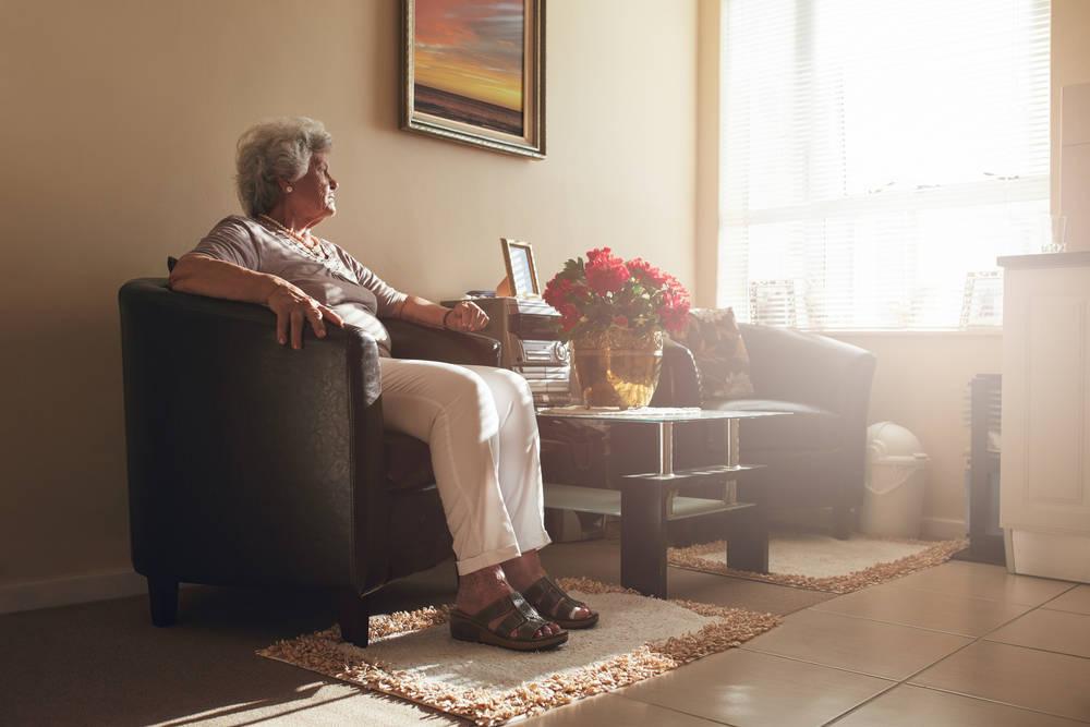 La soledad y la falta de recursos. Los principales problemas de las personas mayores